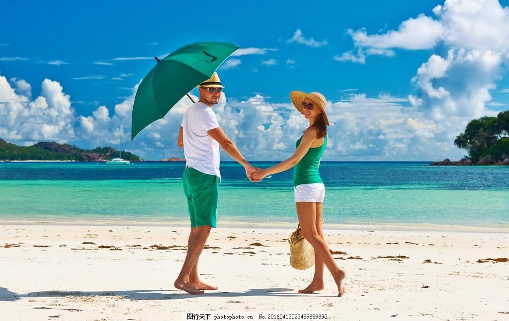 海边牵手 沙滩 情侣 大海 光脚 背影 风景 摄影 人物图库 人物摄影 72