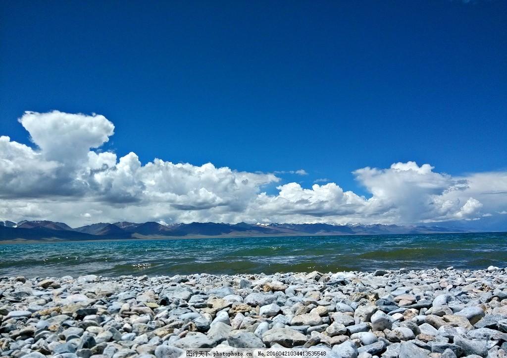 蓝天白云海边石头