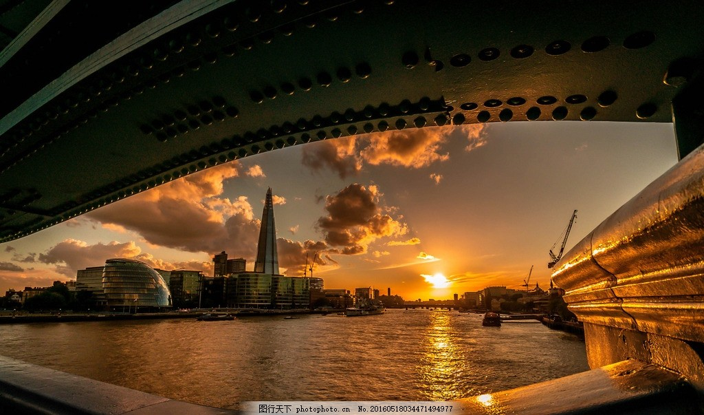 城市黄昏 大桥 城市 日落 黄昏 蓝天 金灿灿 云朵 海边 倒影 精美桌面