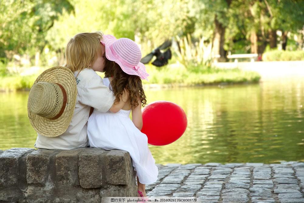 两小无猜图片素材 人物 男孩 女孩 亲吻 两小无猜 风景 河边 唯美