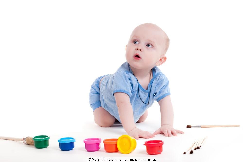 趴在地上玩的外国宝宝图片素材 宝宝 外国宝宝 可爱宝宝 趴在地上
