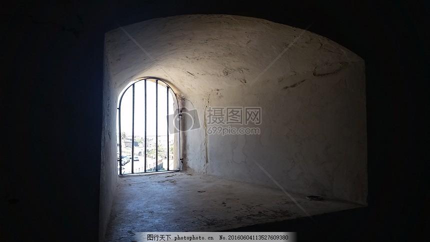 监狱中的窗户 监狱 囚禁 自由黑暗 窗户 光线 光明 挣扎 压抑