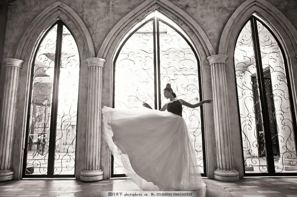 设计图库 高清素材 人物  哥特式建筑里的新娘图片素材 婚纱摄影 婚图片