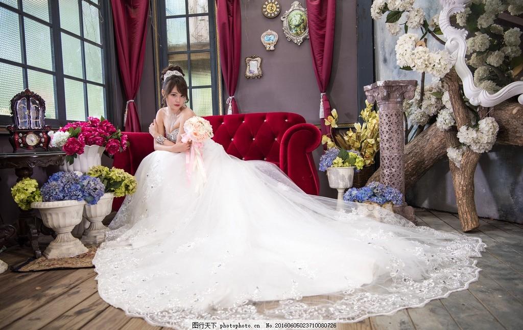 婚纱摄影 婚纱照 新娘 模特 室内 鲜花 沙发 欧式 美女 女性女人