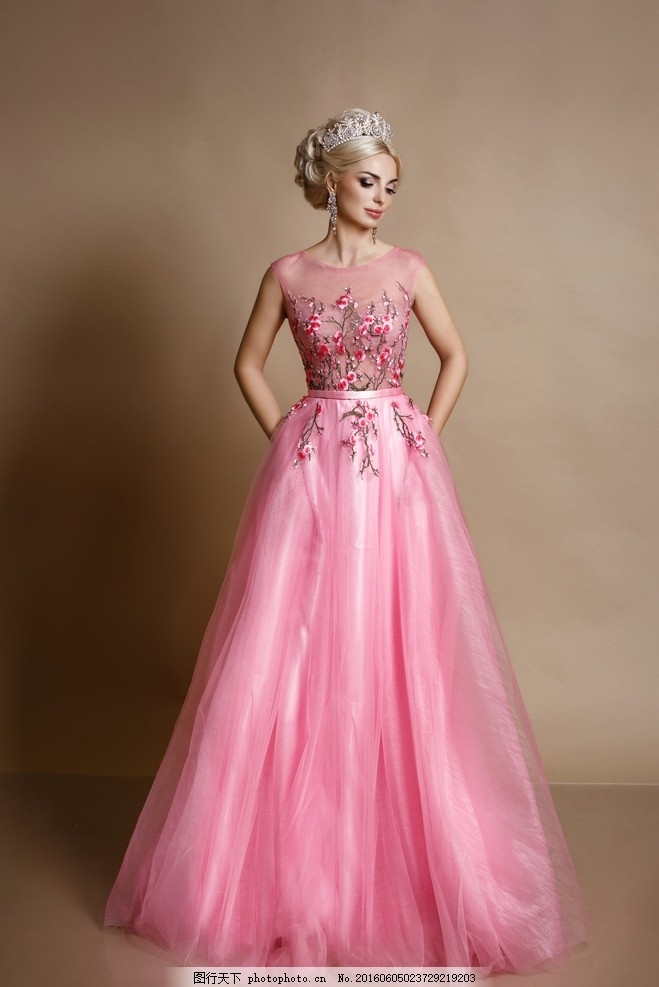 美女 晚礼服 婚纱 连衣裙 服装 服饰 模特 气质 盘发 公主 粉红色