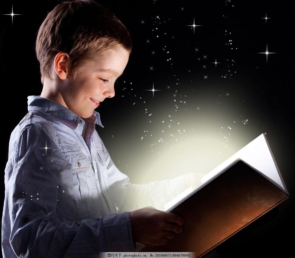 看书的小男孩图片图片