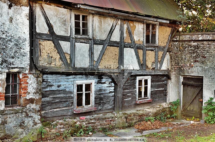 破旧的木头房子