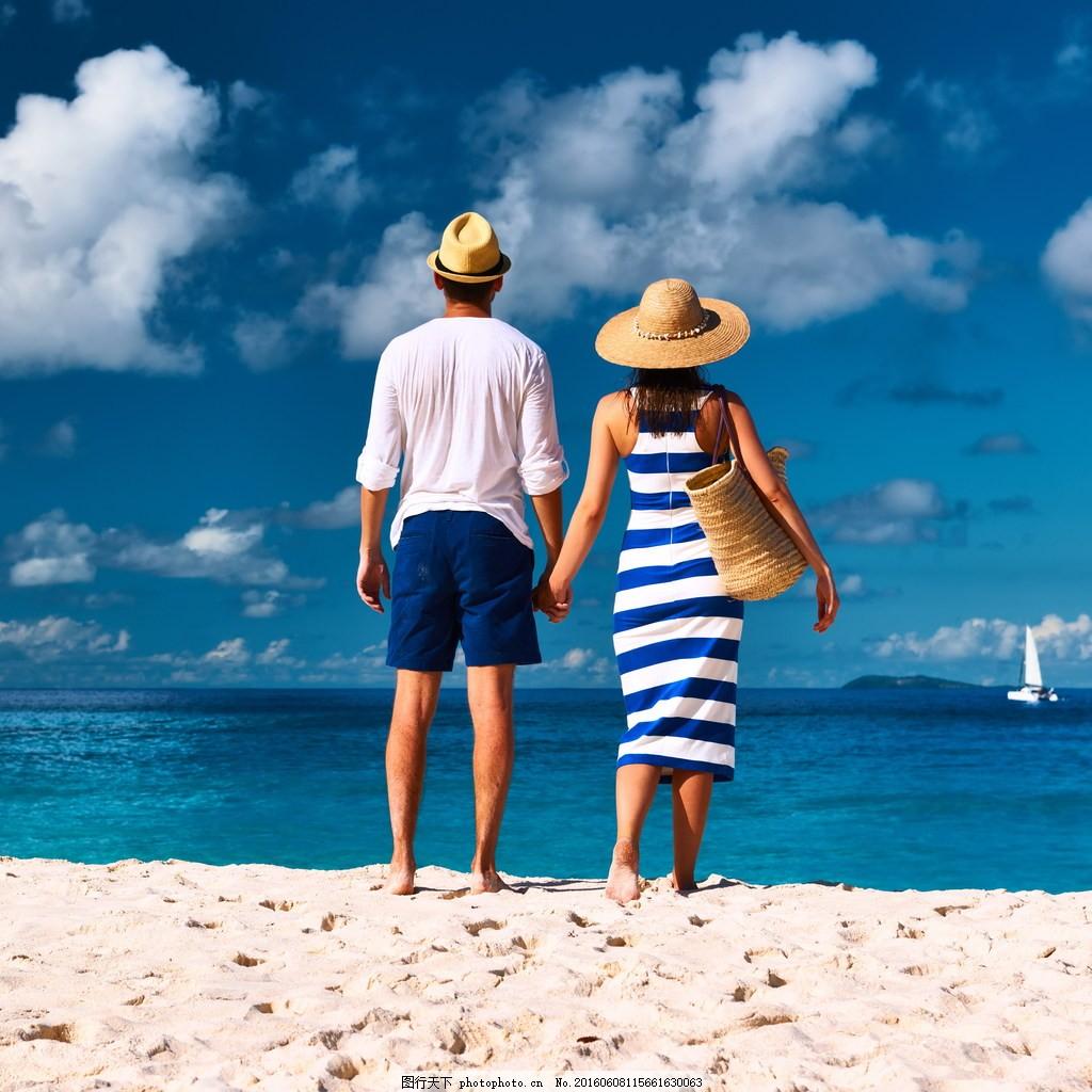 情侣牵手背影 海边情侣 大海 沙滩