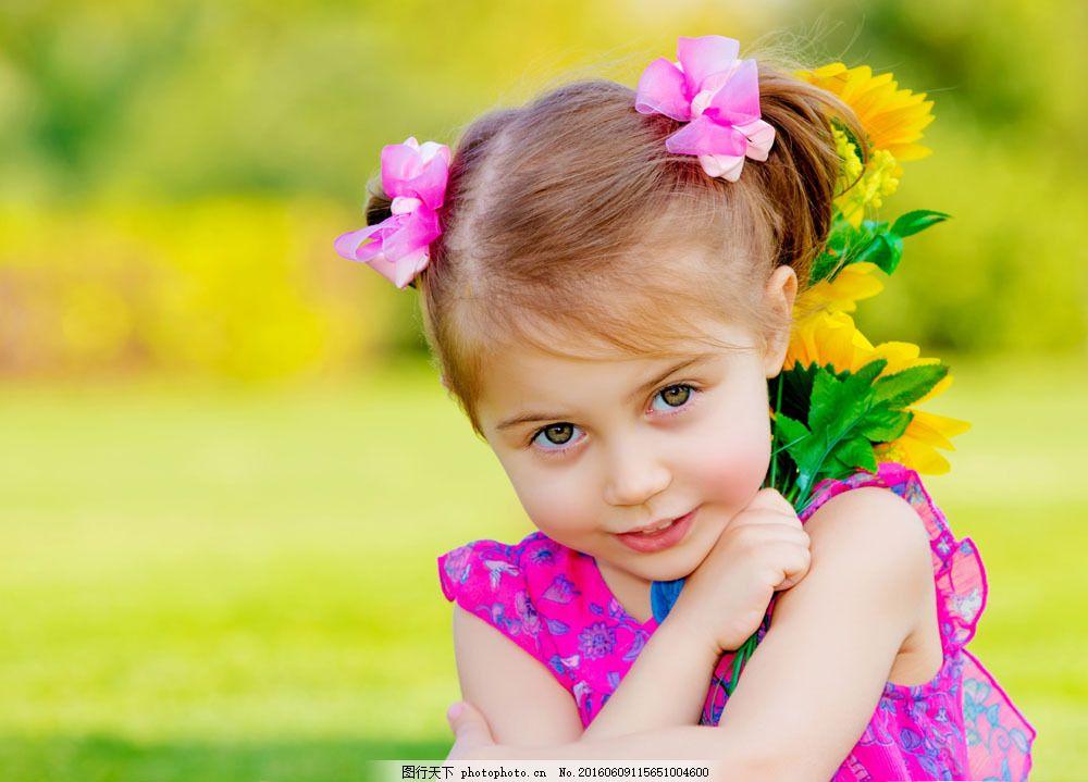 外国小女孩摄影图片素材 小女孩 外国小女孩 可爱孩子 梦幻背景 花朵