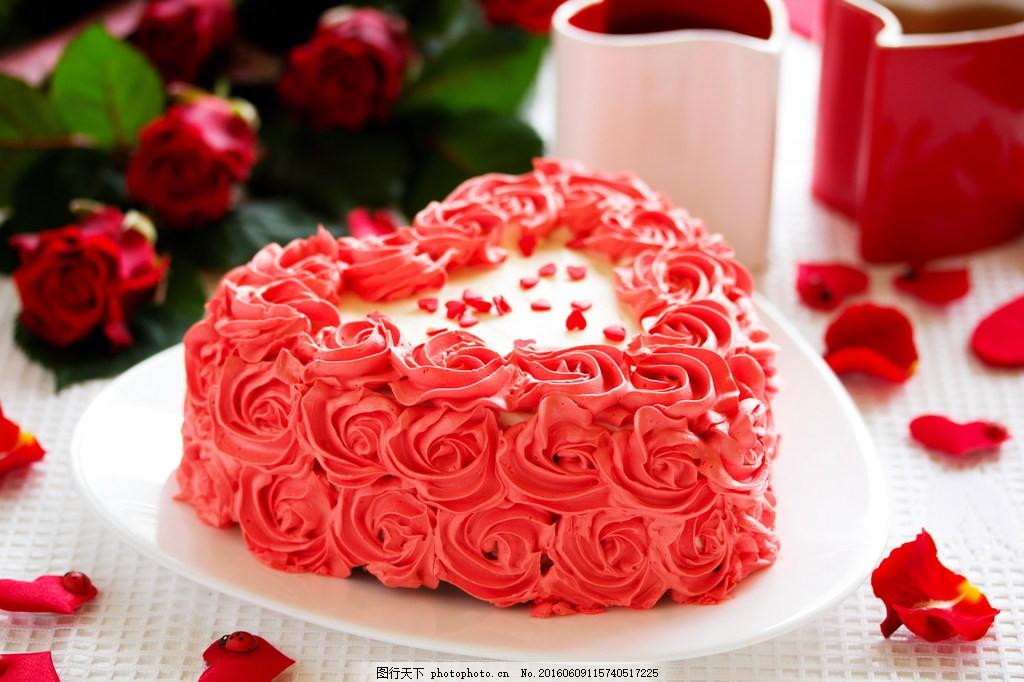 粉色心形花朵蛋糕图片
