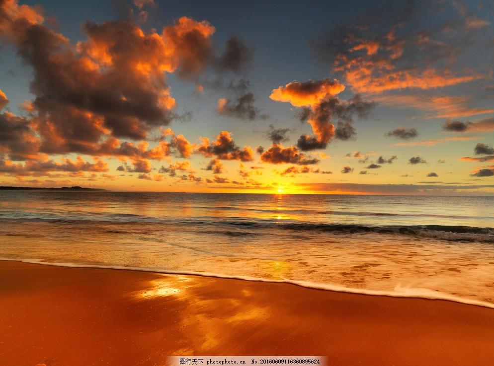 黄昏金色夕阳海滩图片