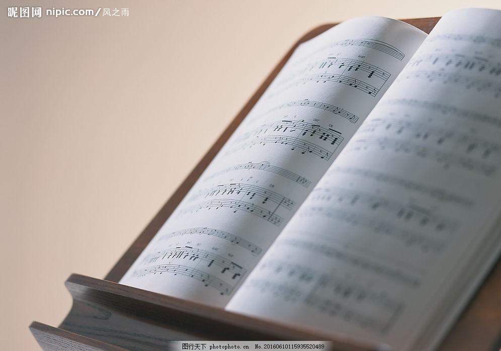 乐谱 黑色音符 五线谱 乐谱架 文化艺术 舞蹈音乐 乐器演奏 摄影图库
