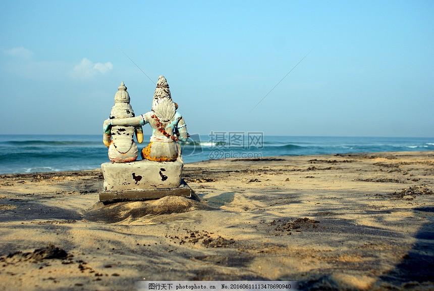 海边上的雕塑 雕塑 塑像 海边上的 生动的 海浪     红色 jpg
