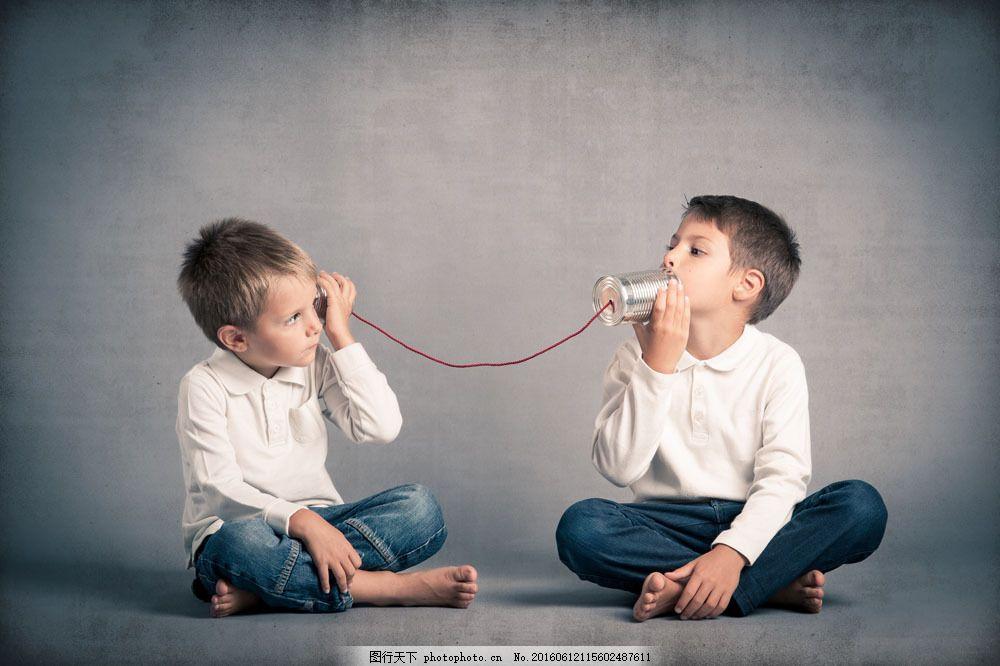 双胞胎男孩游戏图片素材 外国 男孩 可爱 双胞胎 游戏 童年 听筒 人物
