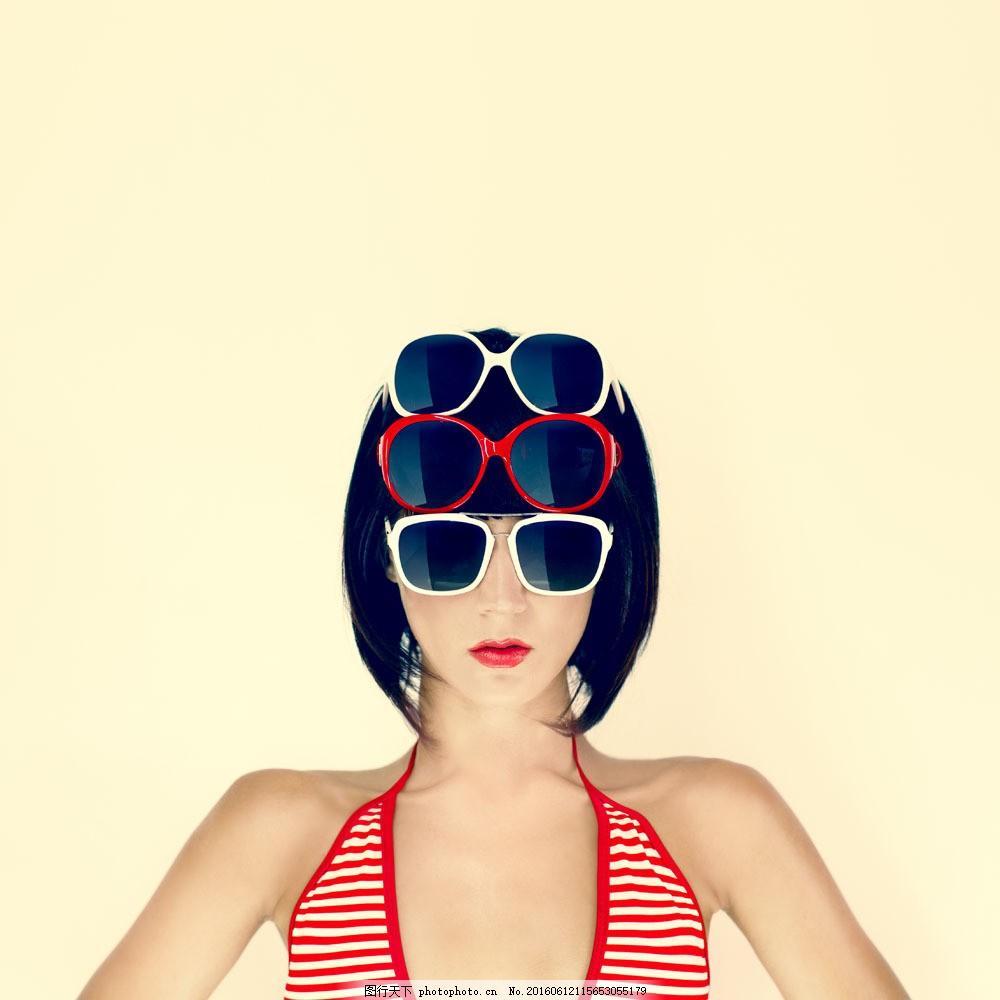 戴墨镜的美女图片