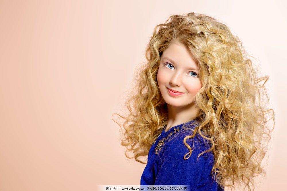 金色长发外国女孩图片
