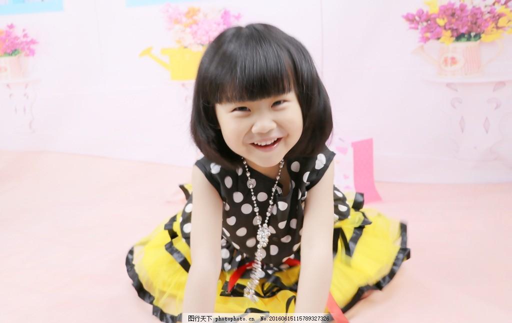 摄影女孩 女孩 漂亮 儿童 可爱 摄影 设计 笑脸 笑容 画册 卡片 摄影