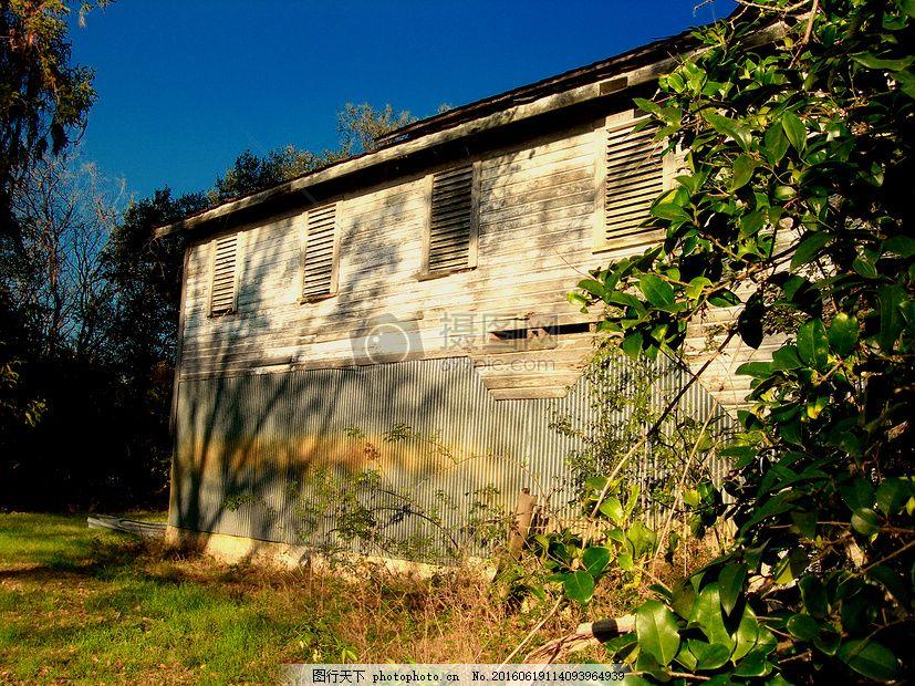 破败的屋子 房子 窗户 木房 天空 树木 绿植     红色 jpg