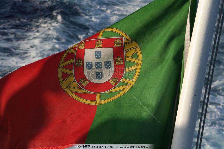 迎风飘扬的旗帜 国旗 葡萄牙国旗 葡萄牙风 绿色 红色 黄色 海水