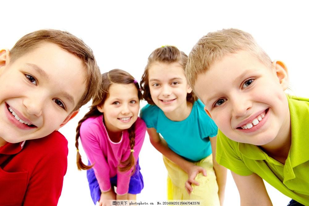 天真笑容的可爱外国儿童图片