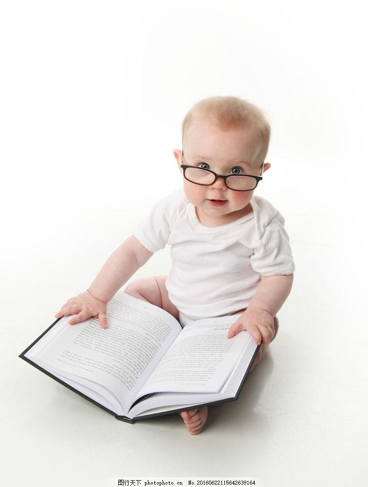 戴眼镜的小宝宝图片