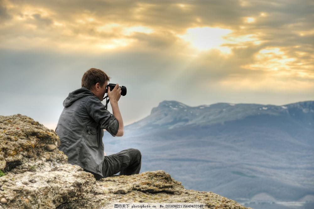 设计图库 高清素材 人物  摄影师图片素材 男性 背影 摄影师 拍照