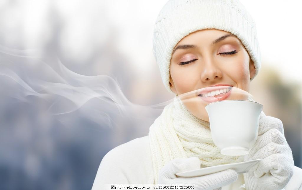 喝咖啡的美女