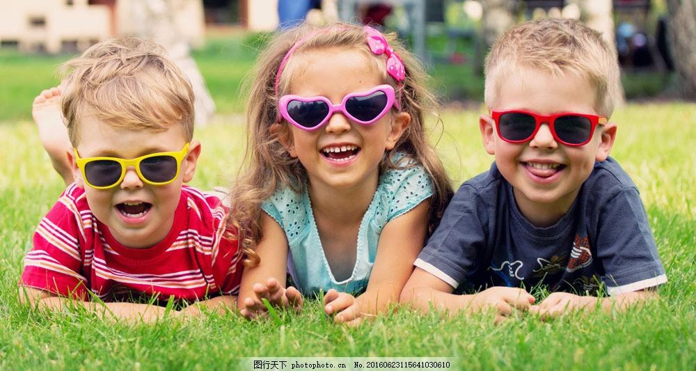 戴墨镜的儿童图片