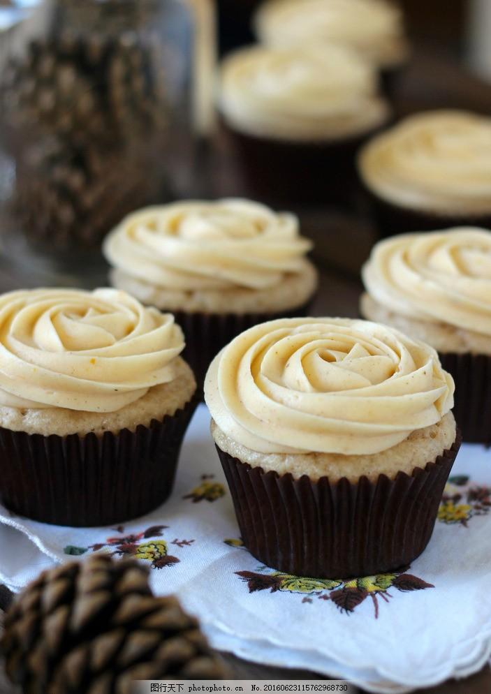 玫瑰纸杯蛋糕 玫瑰造型 奶油蛋糕 浪漫 甜味 美味 美食 甜点 甜食