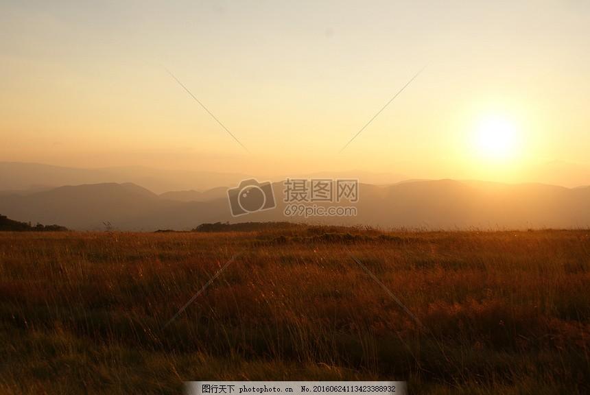 日出的山野上 田野 阳光 风景     红色 jpg