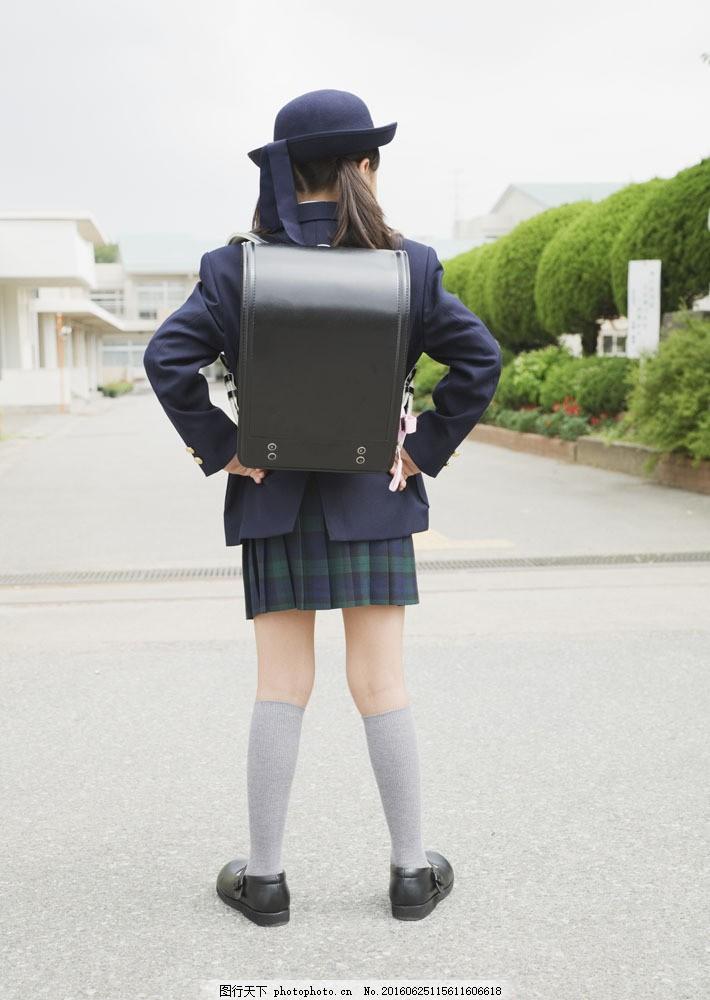 人物  背着书包的小女孩图片素材 快乐儿童 女生 小女孩 背包 书包