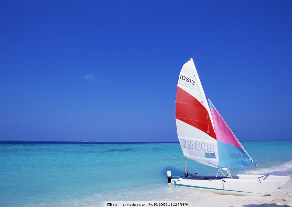 海上帆船风景图片