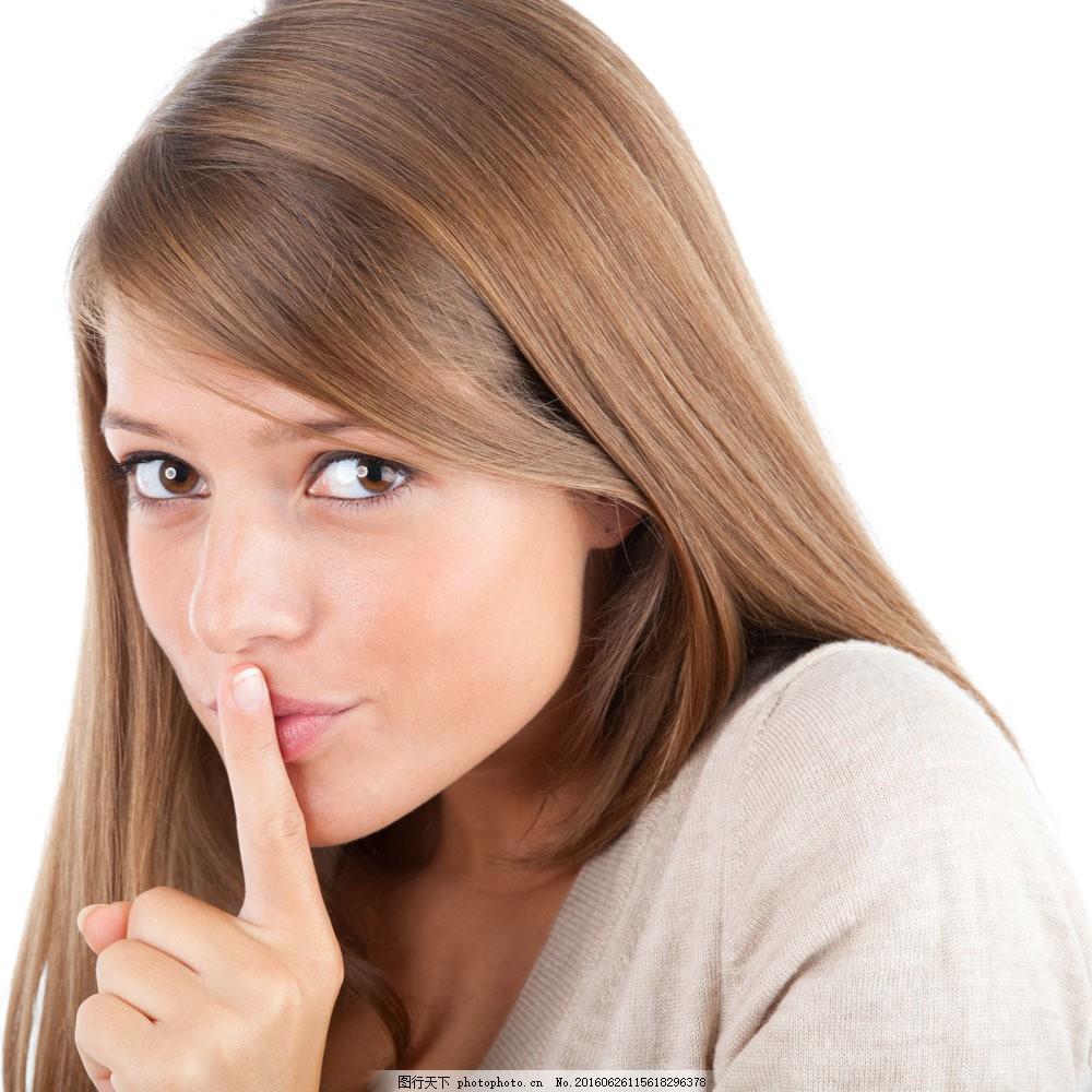 做安静手势的外国美女图片素材 安静手势 嘘 小声 手指 食指 示意安静