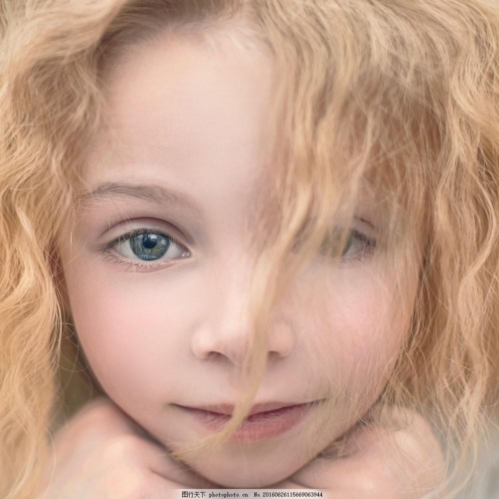 黄头发的可爱女孩图片