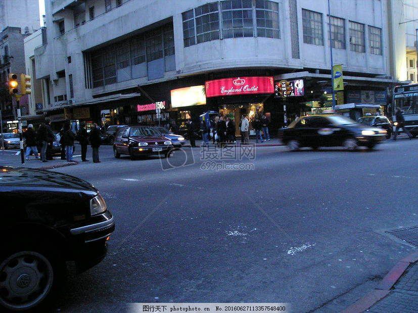 城市的街道 建筑 街道 马路 汽车 车子 房屋     红色 jpg