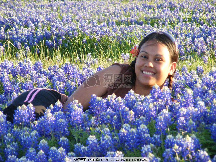 花丛中的女子 女孩 漂亮 蓝色 头巾 德克萨斯州 花丛 女子 女人