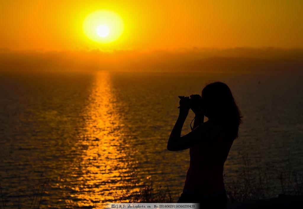 夕阳下海边拍照美女 夕阳下海边拍照美女高清图片下载 日落 黄昏