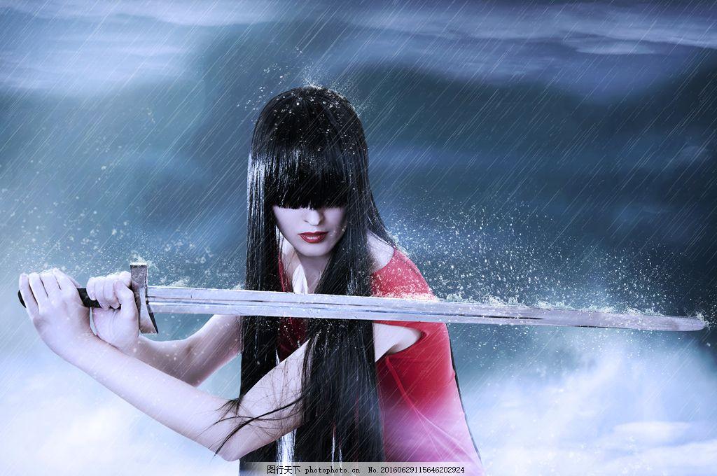霸气持剑美女图片素材