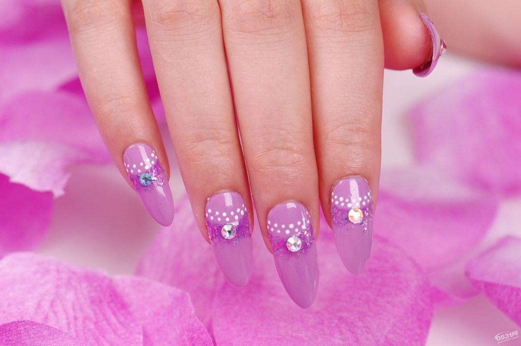 波点美甲 钻石美甲 波点 钻石 粉色美甲 长指甲美甲